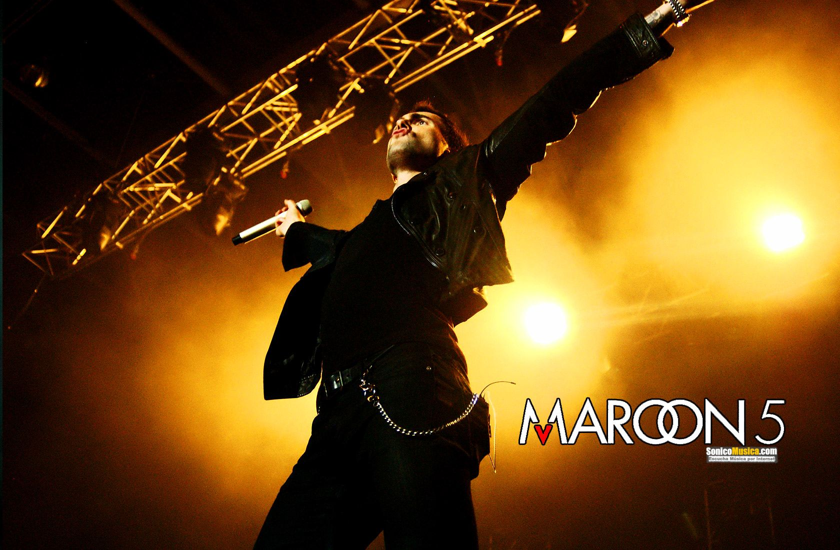 background maroon 5